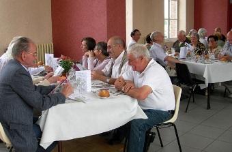 2011-06-05-le-favril-28-repas-amitie1